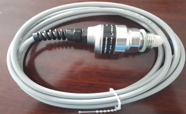 Cảm biến đo mức axit hãng Dinel RFLS-35N-1V