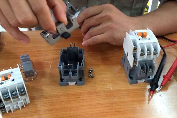 công tắc tơ dùng lõi sắt tạo từ trường